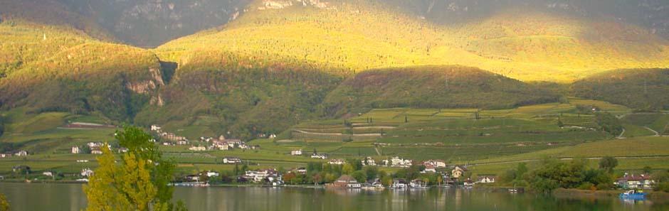 Sonnenaufgang am Kalterer See, Südtirol